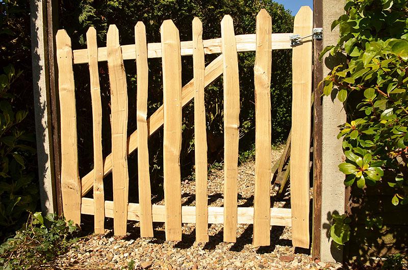 Cleft Chestnut picket gate 1.2m wide