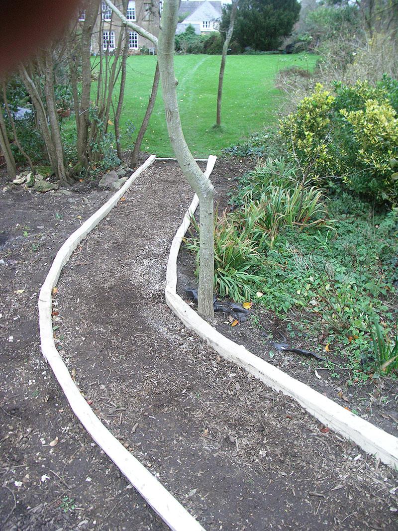 Gentle curves using Chestnut path edging